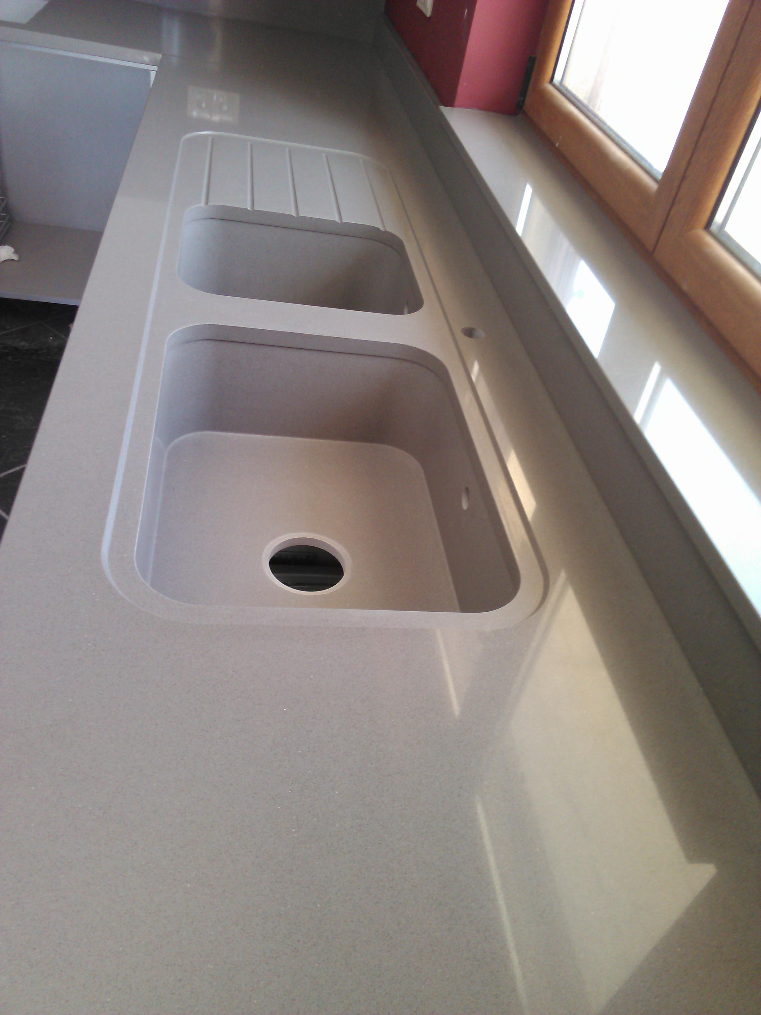 Kitchen countertop Silestone Gris Expo with integrity sink